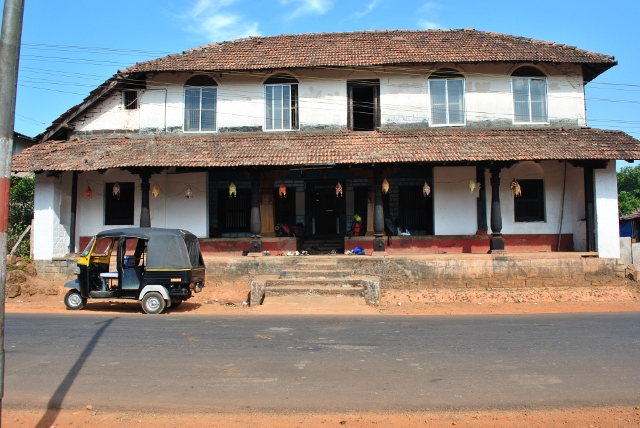 Doddamane, Agumbe. 130 years old house !!!  ( Freshup, breakfast and packed lunch for trek )